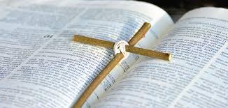 BIBLIA Y CRUZ IMAGEN LIBRE