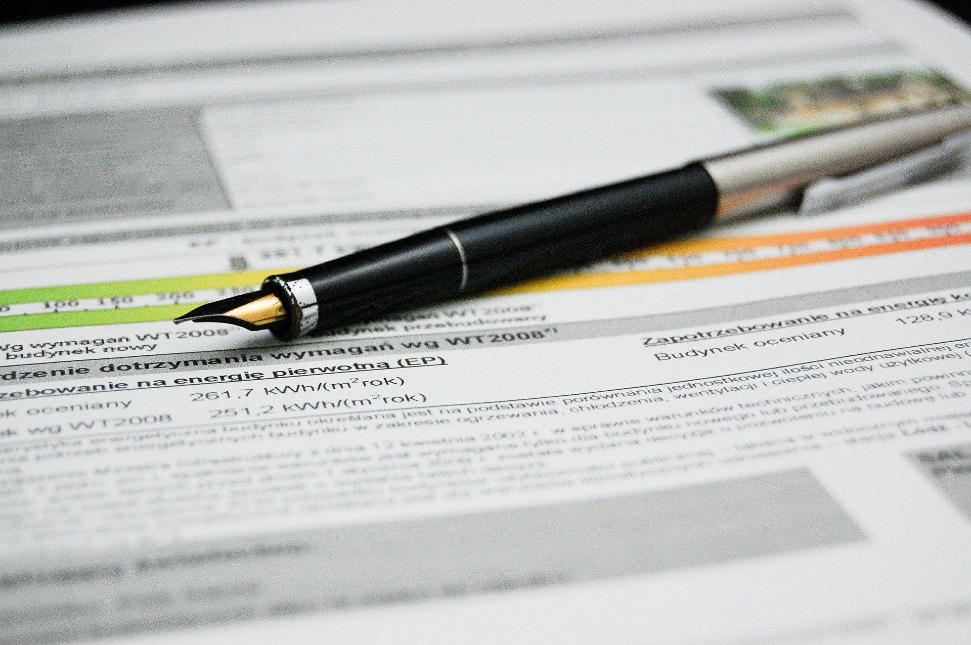 Pluma y documento